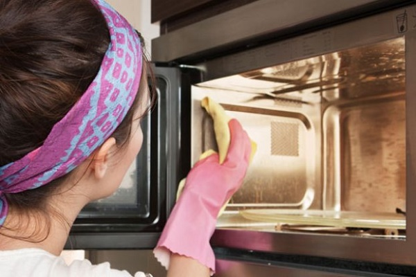 Deodorize and Clean your Microwave