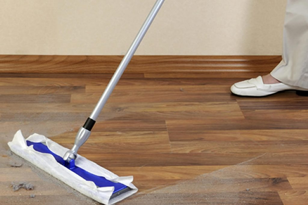 Laminate floor cleaning cloth